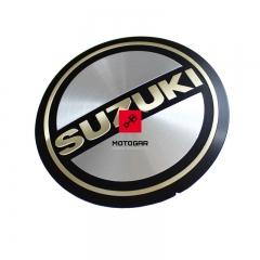 Emblemat pokrywy alternatora Suzuki GS 550 GS 1100 [OEM: 6823345200]