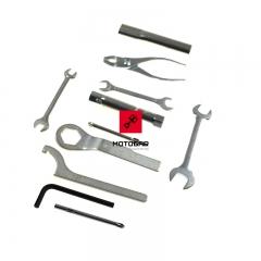 Narzędziówka Kawasaki BN 125 1998-2007 zestaw kluczy [OEM: 560071423]