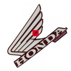 Emblemat owiewki Honda NT 700V Deauville 2007-2010 lewy [OEM: 64223MEWD00ZA]