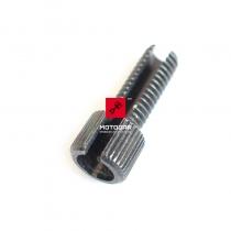 Śruba regulacji linki sprzęgła Suzuki DR 600 650 800 GSX 600 750 [OEM: 5744144400]